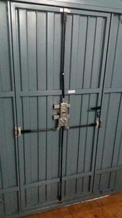 Cerraduras de seguridad para trasteros camarotes y garajes for Cerraduras de seguridad para puertas